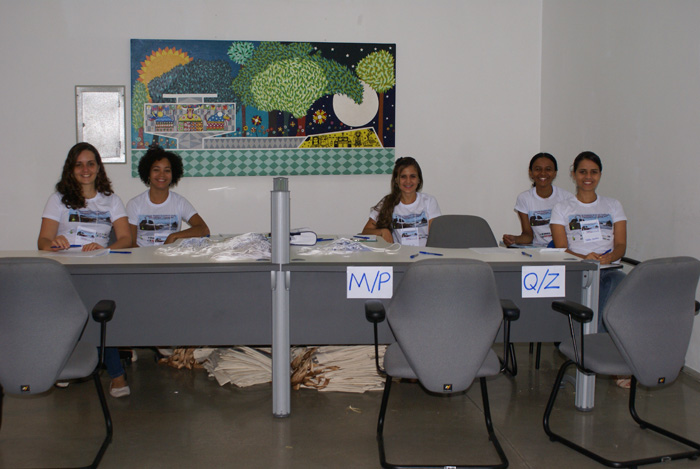 Comissao Organizadora preparando-se para receber os congressistas.
