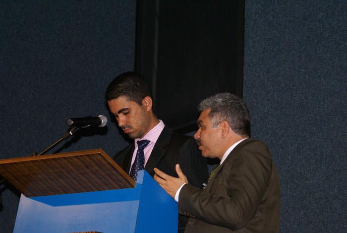 Rafael Freitas e Ronilson Paz fazendo os ultimos ajustes para a abertura do congressso.