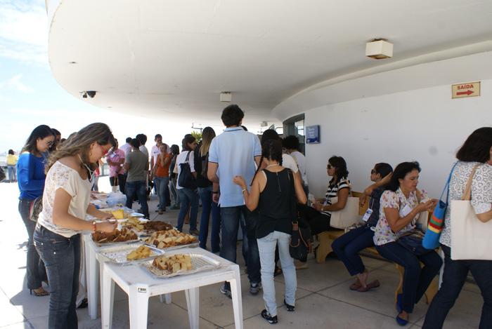 Congressistas degustando um dos varios coffee breaks oferecidos pelo Congestas 2013.