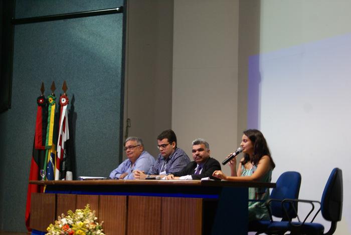 Integrantes da SUDEMA, UFPB, REBIA e IBAMA compondo a mesa-redonda Audiencias Publicas como Principio da Participacao Popular e da Informacao no Processo de Licenciamento Ambiental.