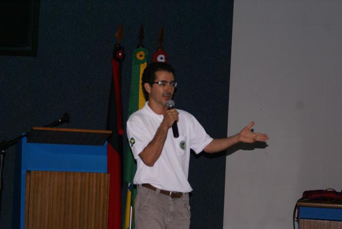 O Biologo Getulio Luis de Freitas do ICMBio proferindo a palestra A Integracao das Competencias dos Orgaos Ambientais na Protecao das Unidades de Conservacao.