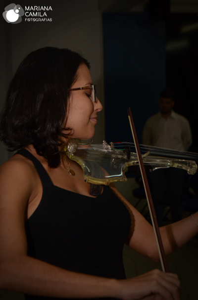 Belle Soares, Violinista e Cantora